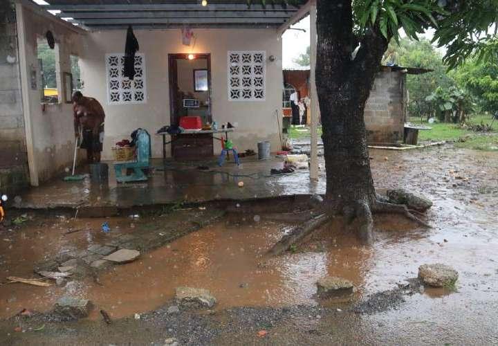 Cientos de casas afectadas por la Onda Tropical No. 5