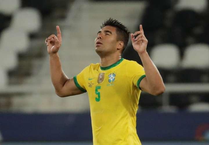 Brasil rescata la victoria y sella pase a cuartos