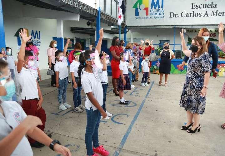 Más de 300 mil alumnos volvieron a las aulas en escuelas públicas