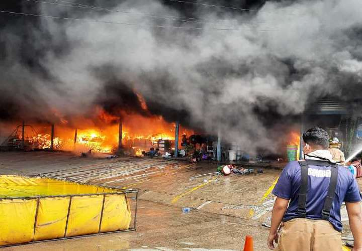"Se quemó almacén ""Punto Mayorista"""
