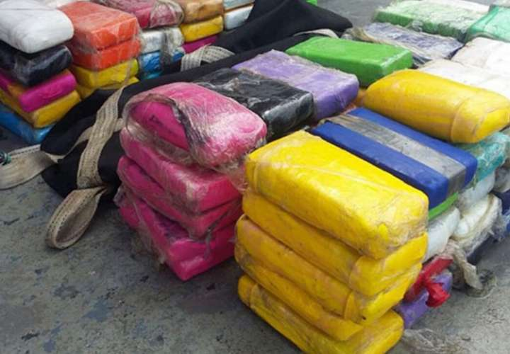 Se incautan 213 paquetes de sustancias ilícitas.