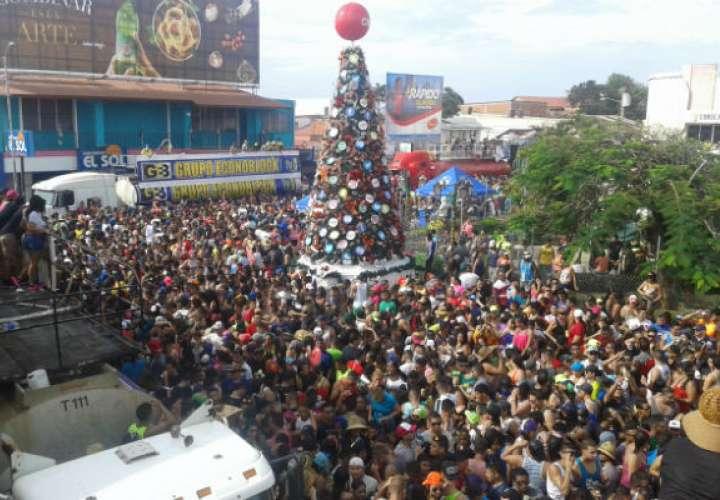 Las tradicionales mojaderas  se realizarán el 1 de enero en horario de 11:00 de la mañana hasta las 6:00 de la tarde. Foto: Thays Domínguez