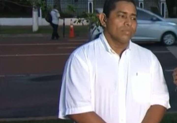 Taxista se defiende tras incidente con usuaria