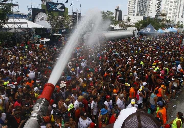 Agua y ponchera de Carnaval