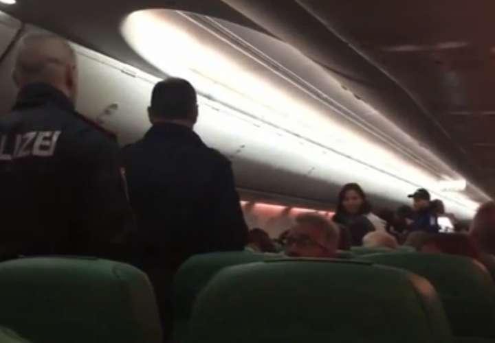 Peo provoca aterrizaje de emergencia