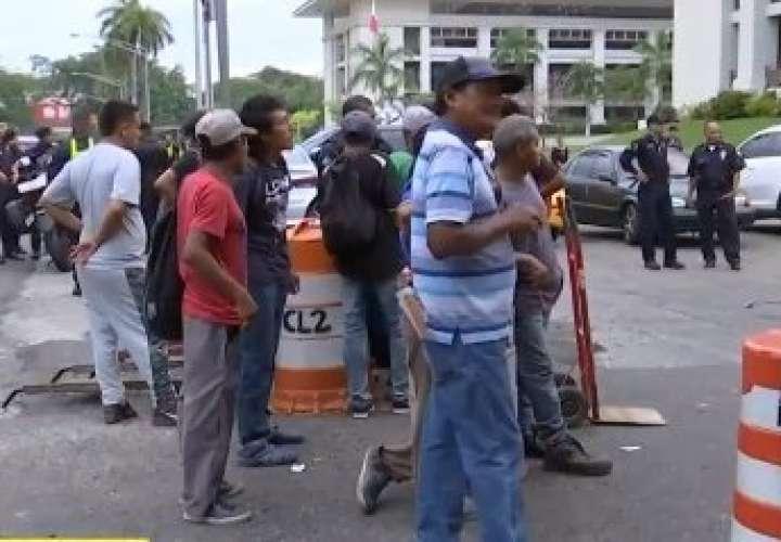 Carretilleros denuncia que no los dejan trabajar