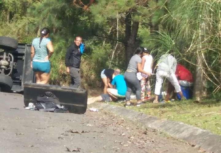 Mueren 3 venezolanos en vuelco