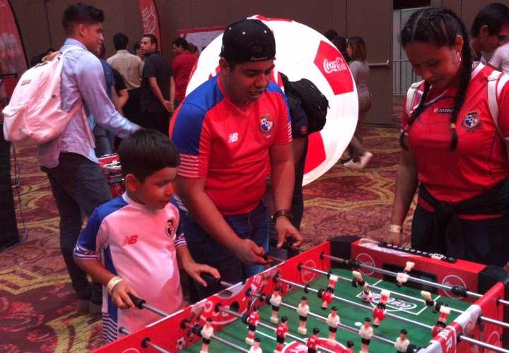 Mira la galería: Fiesta con el Trofeo Original de la Copa Mundial de la Fifa