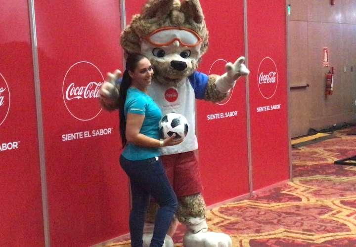 Los aficionados gozaron de todas las atracciones en la Gira del Trofeo Original de la Copa Mundial de la Fifa.