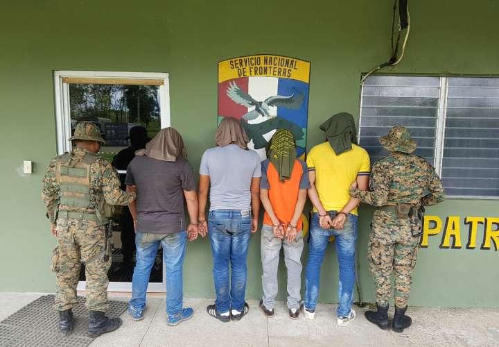 Cuatro detenidos por transportar 100 paquetes de cocaína