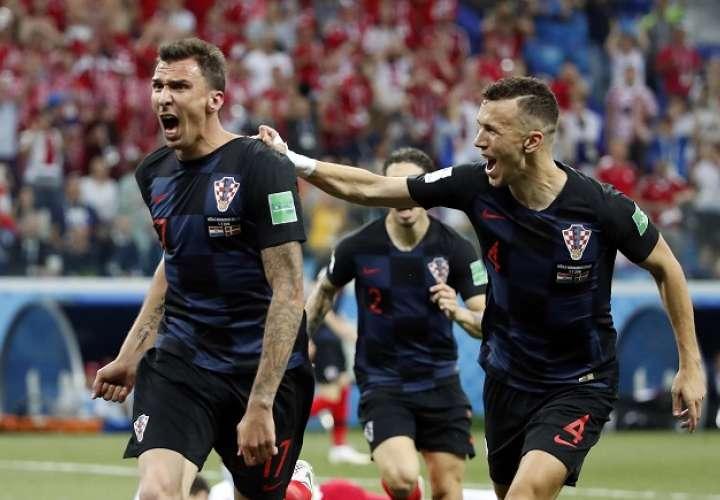 Mario Mandzukic estremeció las redes de Dinamarca./ AP