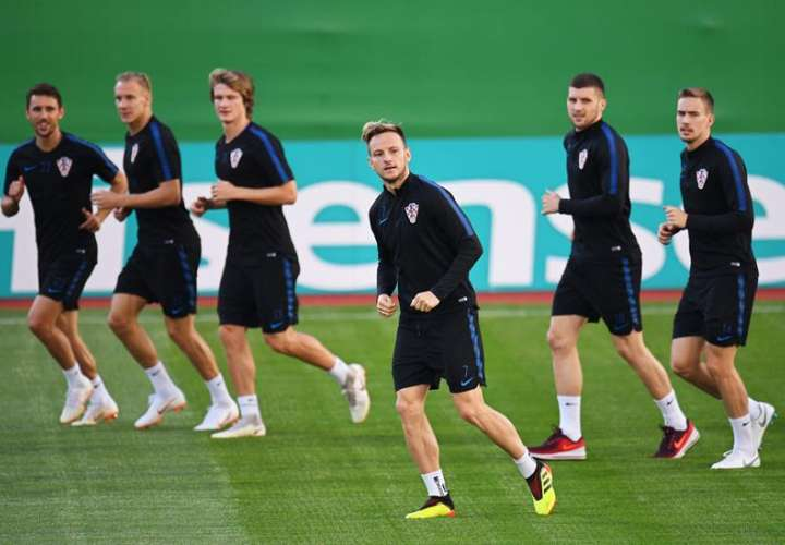 El croata Ivan Rakitic (C) durante el entrenamiento en Moscú. Foto EFE