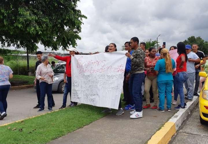 Trabajadores de hospital piden reintegro de compañeros destituidos