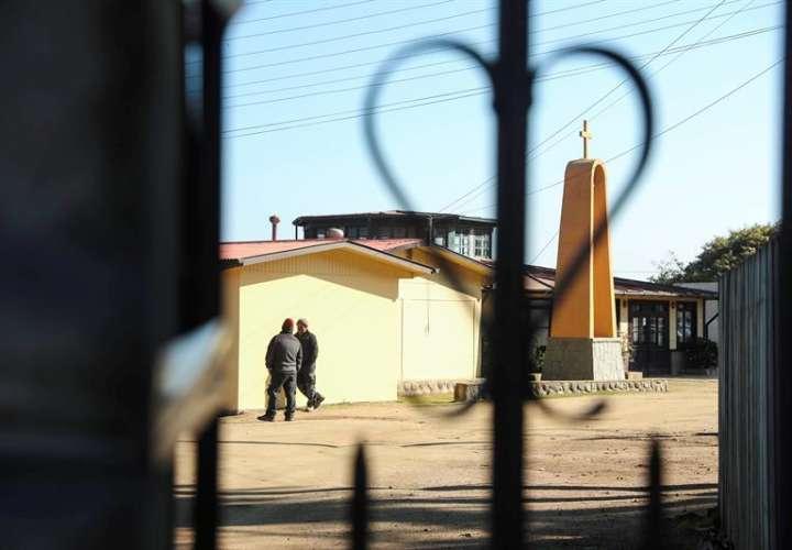 Vista de la casa de ejercicios de la Conferencia Episcopal de Chile durante la Asamblea Extraordinaria de la Conferencia Episcopal de Chile, en la ciudad de Punta de Tralca (Chile), país en donde se han dado denuncias sobre el caso. EFE