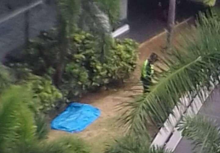 Mujer cae de edificio en El Cangrejo, supuestamente al intentar hacerse 1 selfie