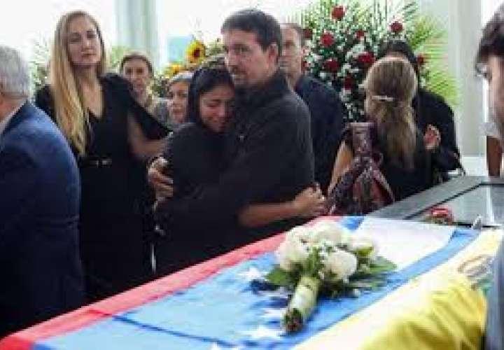 Políticos venezolanos despiden con homenaje al reconocido editor Petkoff