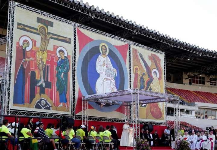 El papa Francisco (c) lideró un encuentro con voluntarios de la JMJ este domingo, durante la Jornada Mundial de la Juventud 2019 (JMJ), en Ciudad de Panamá (Panamá). EFE