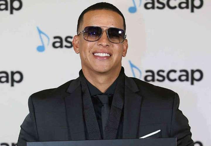 Daddy Yankee será el primero en cantar en español en  'The Late Late Show'