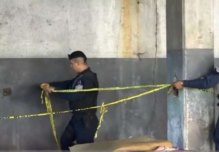 Hombre muere aplastado por una losa