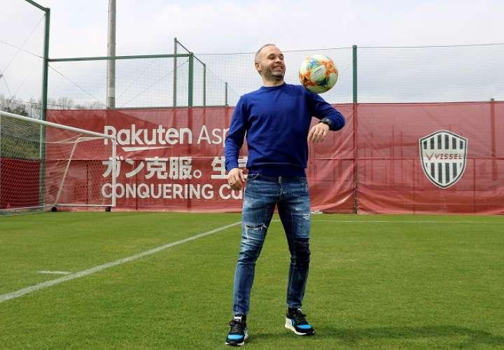 Andrés Iniesta durante la entrevista concedida a Efe en Japón en la que ha asegurado que se ha vuelto a encontrar como futbolista. EFE