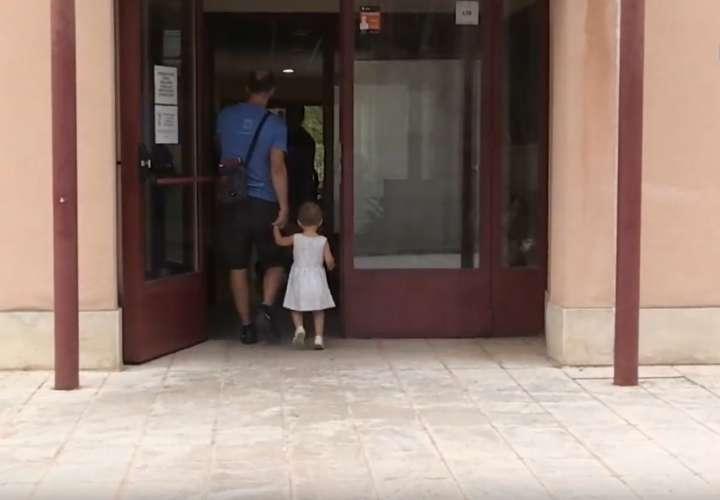 Los permisos de paternidad en España serán de 8 semanas desde este lunes (Video)