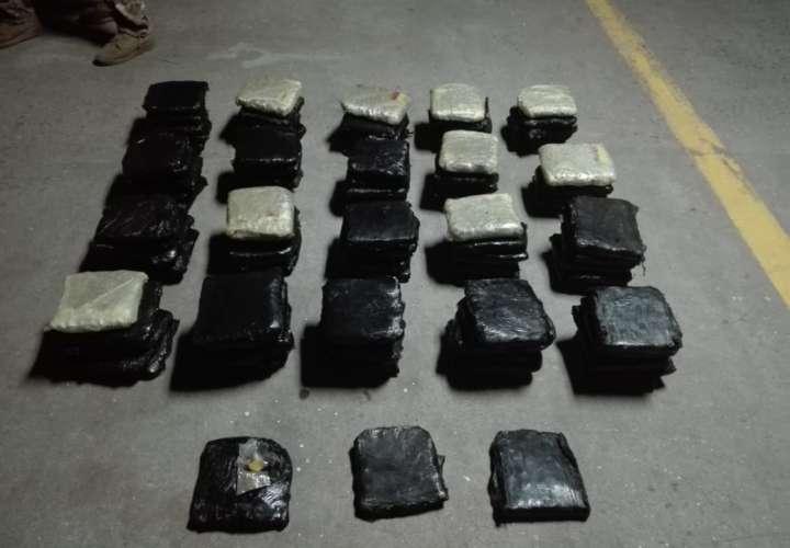 Detienen a un hombre por transportar 32 paquetes de droga en Colón