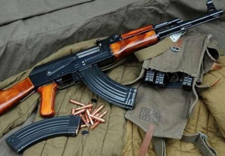Los pillan con fusil AK-47 más municiones en terminal de Chitré