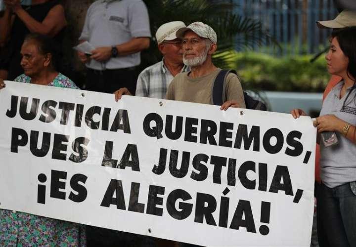 """Congreso salvadoreño convoca a víctimas de guerra por ley de """"reconciliación"""""""