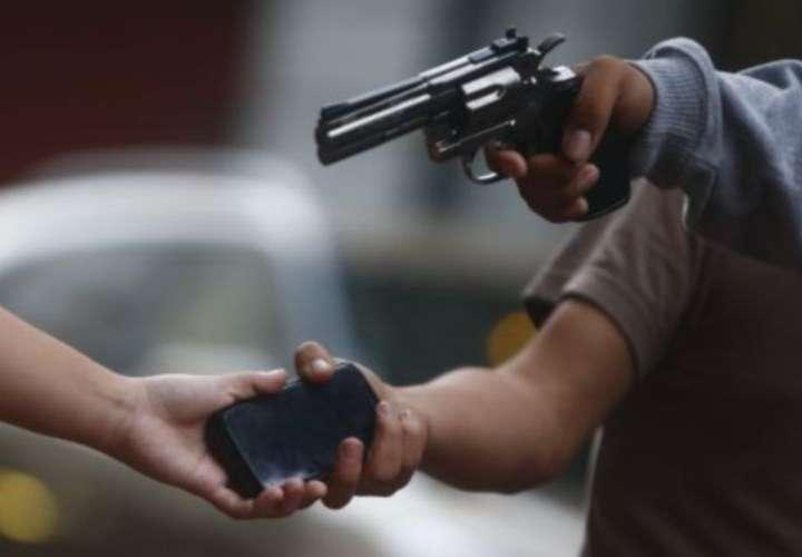 Los acompañantes del conductor del camión acudieron al cuartel de policías en Guabalá. Foto: Ilustrativa