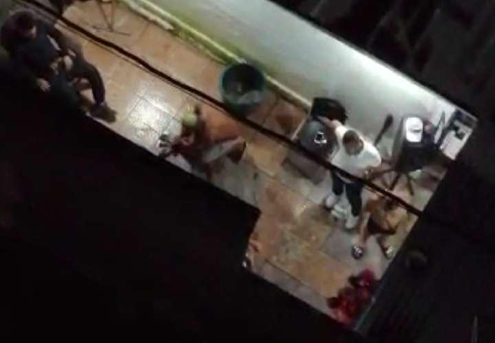 Momento en que se estaba realizando el sacrificio de los animales en el ritual. Foto: Captura de video
