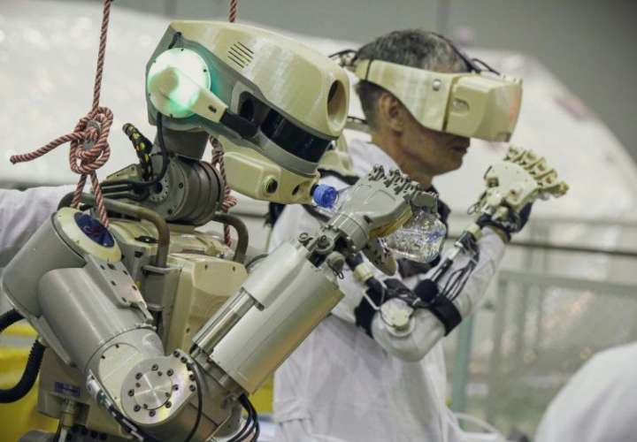 Rusia pone en órbita a su primer robot humanoide