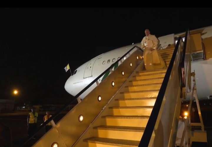 Papa Francisco llega a Mozambique e inicia su cuarto viaje a África (Video)