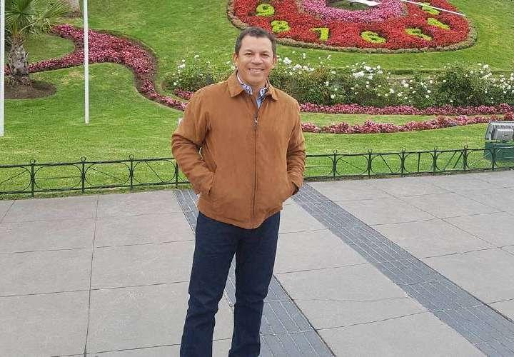Luis Casis venderá ropa para recaudar más fondos