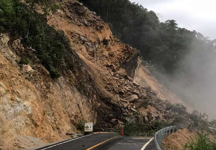 Deslizamiento por mal tiempo causa preocupación en Coclé