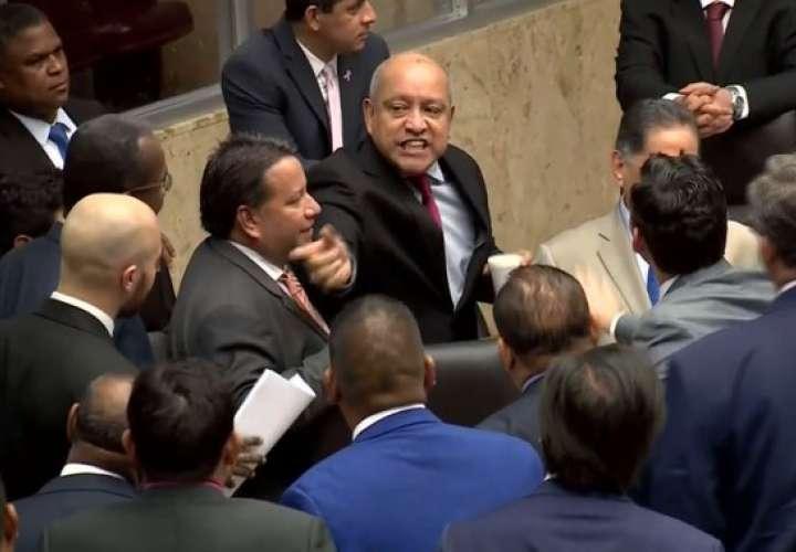 ¿Asamblea o ring de boxeo? Las peleas legislativas que avergüenzan a Panamá