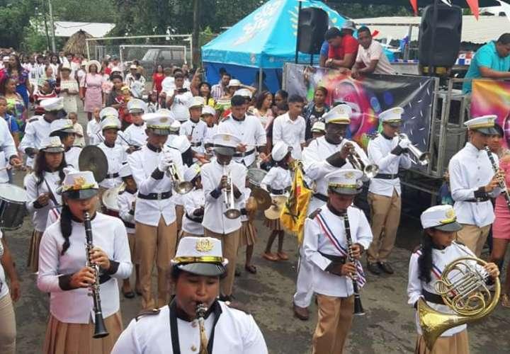 Festejo patriótico en las calles del interior