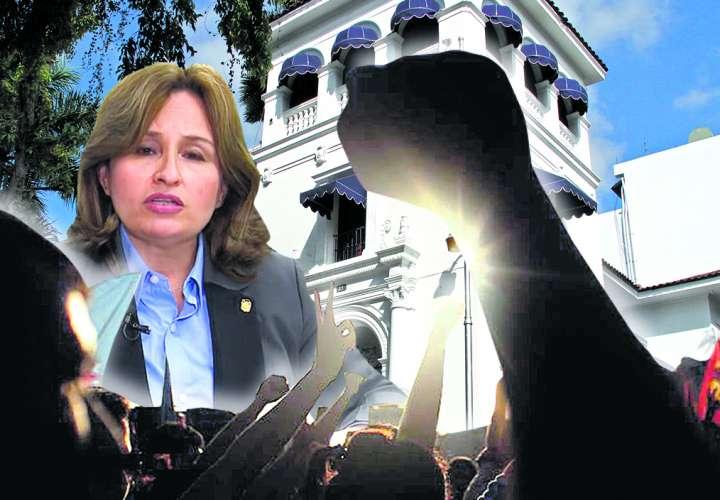 Marcha para pedir renuncia de Procuradora