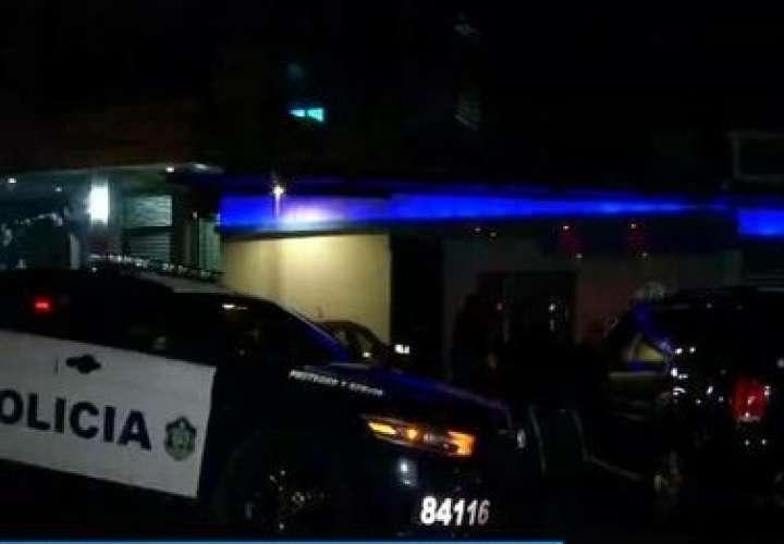 Privan de libertad a taxista y roban en centro de diversión