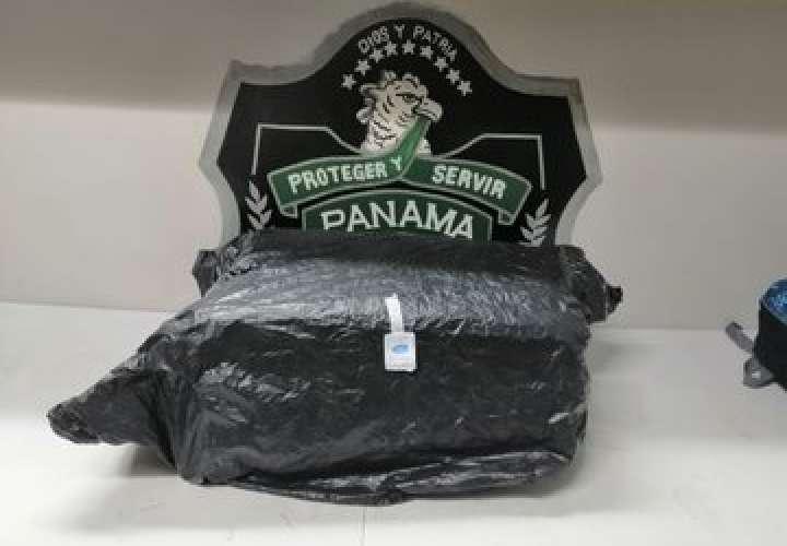 Pillan a pasajero con 14 paquetes de sustancias ilícitas