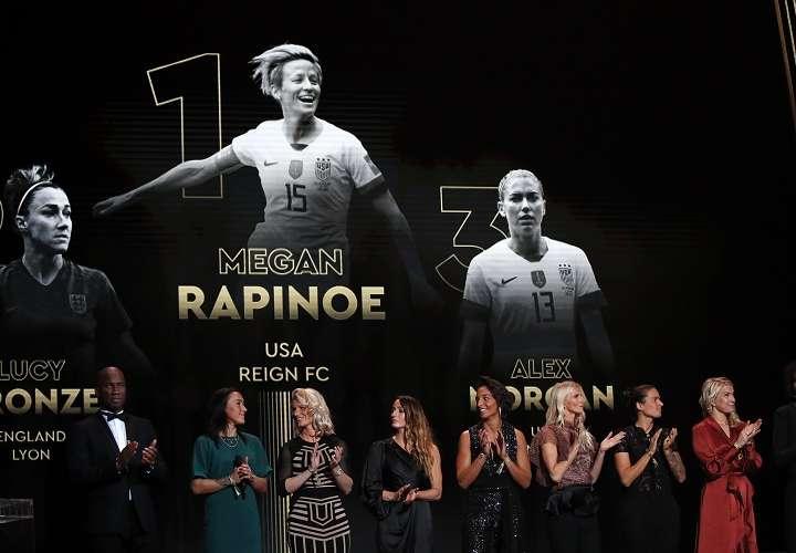 Rapinoe no acudió al teatro del Chatelet a recoger el trofeo. Foto: AP