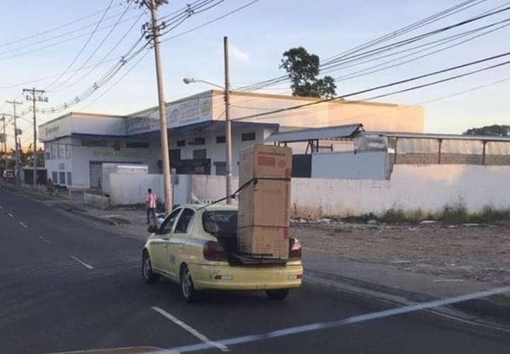 Taxista transporta nevera en el maletero del vehículo por San Miguelito (Fotos)