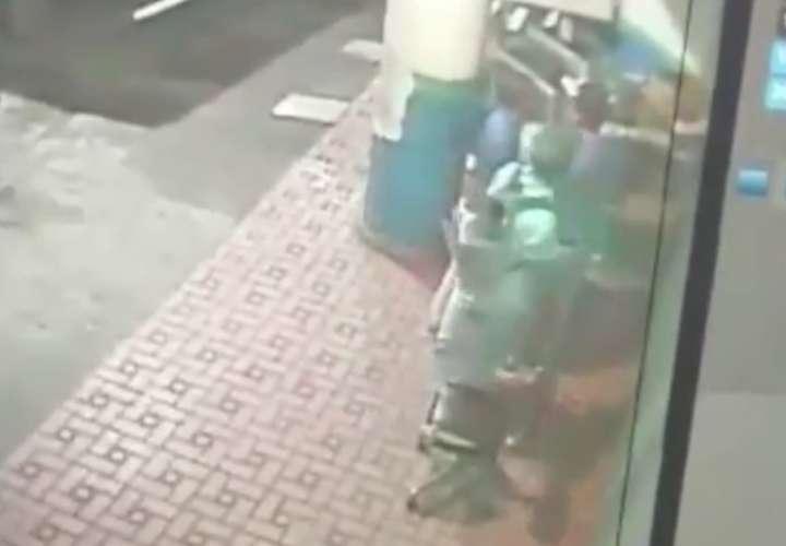 Delincuentes intentan robar un local en Vía España