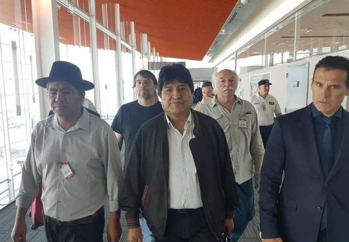 El expresidente boliviano Evo Morales llega a Argentina y 'viene para quedarse'