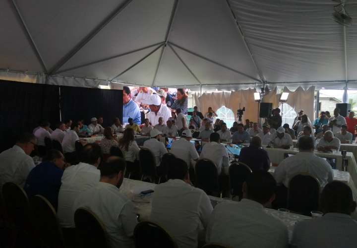 Cortizo promete obras para incentivar el turismo en Costa Arriba de Colón