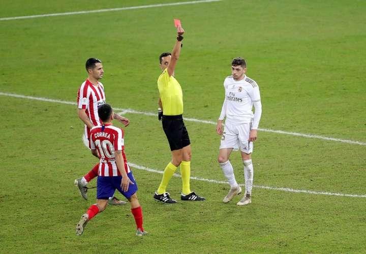 El uruguayo Federico Valverde fue expulsado del partido. /EFE