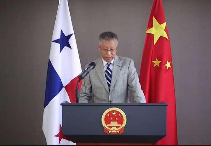 Embajador de China recomienda reducir viajes