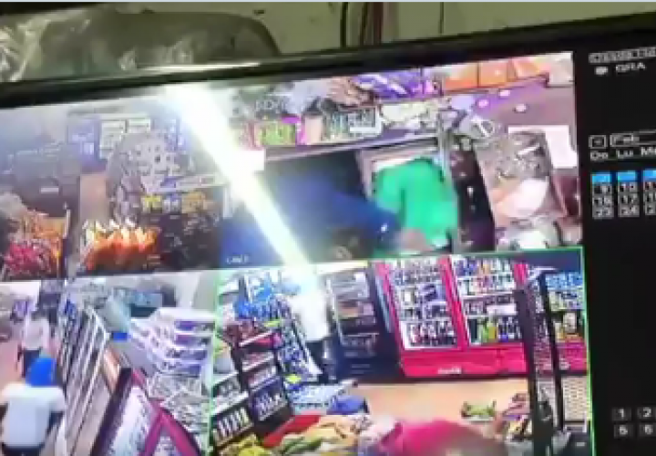 Sujetos armados se llevan el dinero de caja registradora del minisúper [Video]