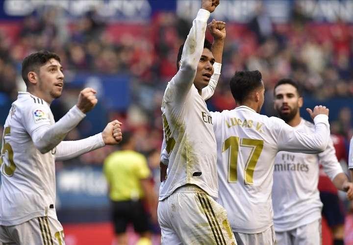 Jugadores celebran su victoria ante el  Osasuna. Foto: AP
