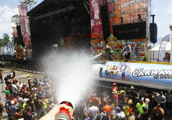 Extranjeros y panameños se gozan el Carnaval en la Cinta Costera