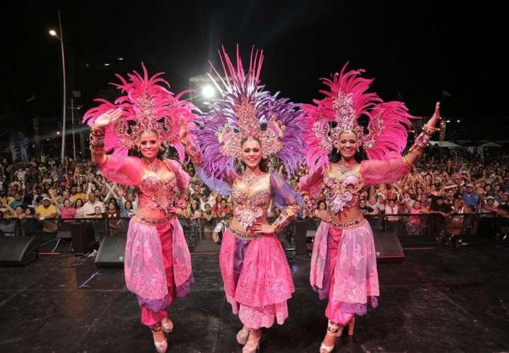 Mucha plena y buena música típica en las tarimas del Carnaval capitalino